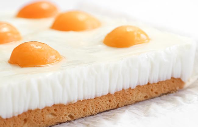 German Fried Egg Cake (Spiegeleierkuchen)