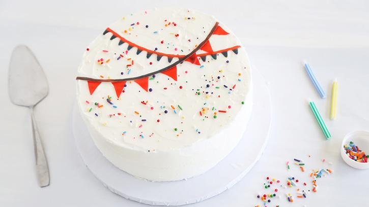5 Easy Cake Decorating Ideas with Fruit Snacks