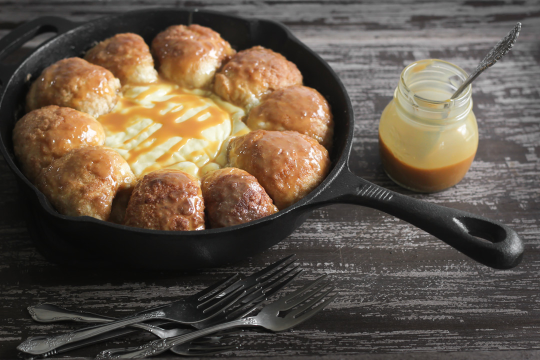 Cinnamon Skillet Bread with Warm Cheesecake Dip