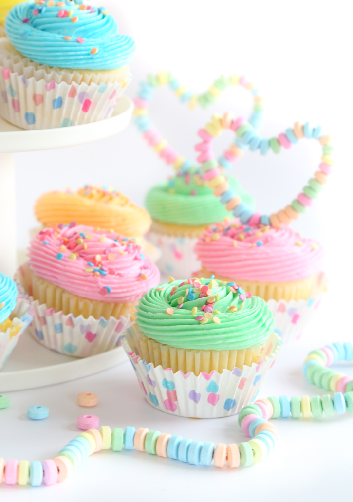Yellow Cupcakes with Vanilla Buttercream Frosting