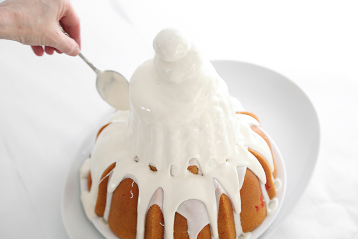 Melting Snowman Cake on FoodNetwork.com