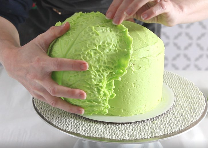 assembling the cabbage cake